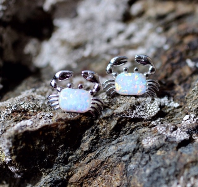 Crab earrings with lab opal