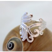 Intertwining vines ring